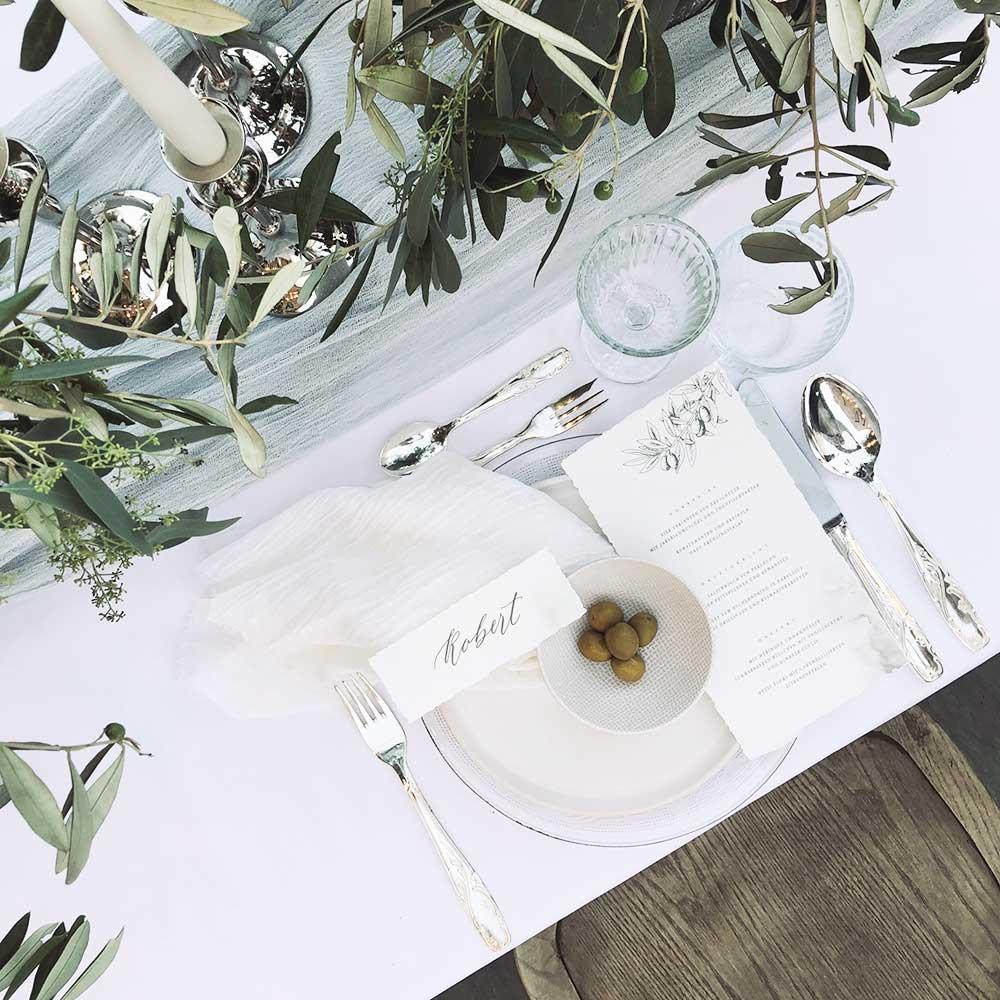 dekorierter Platz am Tisch